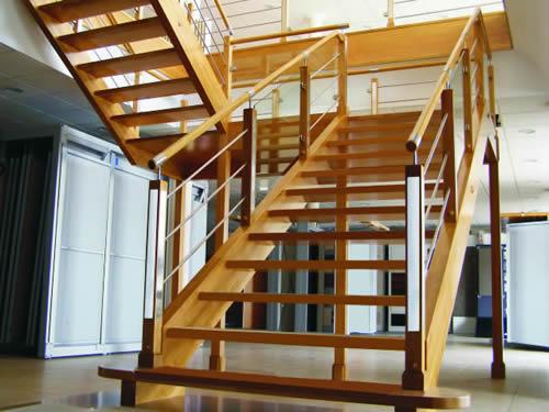 Escaleras y barandas comercial andrade de maderas - Maderas para escaleras ...